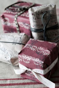 karacsonyi-ajandek-csomagolas