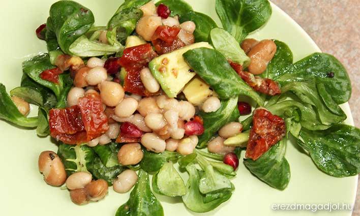Avokádós, babos, aszalt paradicsomos saláta – egészséges köretek
