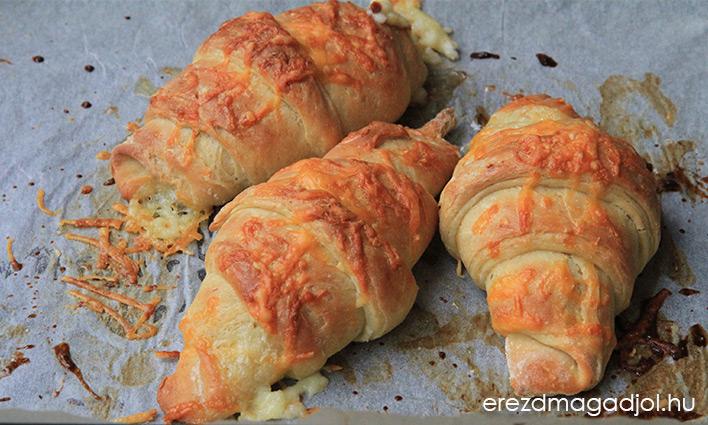 Egészséges sajtos croissant
